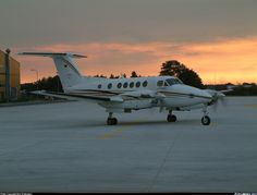 Raytheon B200 King Air aircraft picture