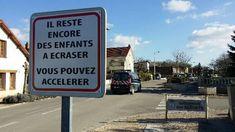 Cette petite commune près de Dijon utilise l'humour noir pour sensibiliser à la vitesse