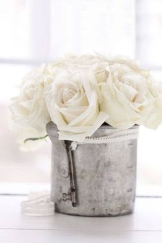 Lovely white roses in a galvanised tin, beautiful! Flower Power, My Flower, Fresh Flowers, White Flowers, Beautiful Flowers, Elegant Flowers, Pot Pourri, Rose Cottage, White Cottage