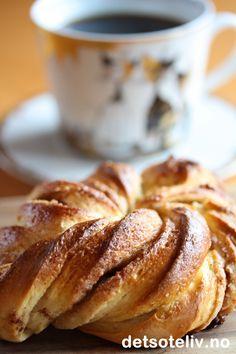 Franske vaniljeboller, av Det søte liv (in Norwegian) Best Cake Recipes, Cookie Recipes, Cloud Bread, Food Inspiration, Bakery, Deserts, Food And Drink, Sweets, Cookies