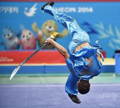 Almaz Toichuev of Kyrgyzstan performs during the wushu final men's daoshu at the 2014 Asian Games in Incheon on September 21, 2014. (c)AFP/Bay ISMOYO ▼22Sep2014AFP 【特集】カメラがとらえたアジア大会のワンシーン http://www.afpbb.com/articles/-/3026578 #Incheon2014 #Wushu_at_the_2014_Asian_Games #Mens_daoshu_and_gunshu #刀術棍術全能