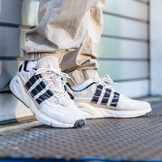 adidas Originals LXCON in braun - Adidas Outfit, Adidas Sneakers, Adidas Fashion, Mens Fashion, Sneaker Trend, Adidas Originals Sneaker, Sneaker Outfits, Tenis Casual, Sneakers Mode