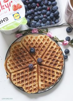 Lekki brzusio.: Bananowe fit gofry Healthy Recepies, Gluten Free Recipes, Waffles, Cake Recipes, Lunch Box, Keto, Food Cakes, Cookies, Breakfast