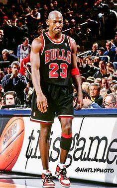 Basketball Jerseys For Sale Mike Jordan, Michael Jordan Basketball, Basketball Is Life, Basketball Shoes For Men, Basketball Legends, Basketball Players, Basketball Scoreboard, Basketball Motivation, Basketball Rules
