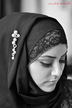 I just want a lace hijab and dress. Muslim Hijab, Muslim Dress, Hijab Dress, Hijab Outfit, Islam Muslim, Arab Fashion, Islamic Fashion, Muslim Fashion, Modest Fashion