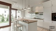 This seems to be so great Kitchen Peninsula Open Plan Kitchen Dining Living, Open Plan Kitchen Diner, Home Decor Kitchen, Kitchen Interior, Interior Design And Construction, Scandinavian Kitchen, Dining Room Inspiration, Minimalist Kitchen, Cuisines Design