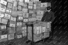 MTVA Archívum | Külkapcsolat - Segélyezés - Ausztráliai segélycsomagok a postán Tin, Pewter