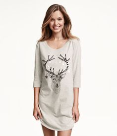 Nightshirt in soft cotton jersey with a printed design. Slightly wider neckline, 3/4-length sleeves, and rounded hem.