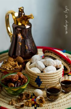 Baid al qata (walnut stuffed shortcrust cookies) – Chef in disguise Ramadan Sweets Recipes, Dessert Recipes, Mexican Desserts, Arabic Sweets, Arabic Food, Arabic Dessert, Breakfast Photography, Food Photography, Breakfast Presentation