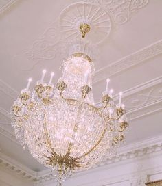 Imagem de chandelier and pink