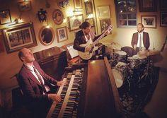 Hoje 21h #hammondgrooves #organtrio @ @bistrosruella #pinheiros #ruella #show #dinner #soul #jazz #comidadeverdade #picoftheday #instagood #music #musica #hammondb3 #hammondorgan #guitarra #bateria #jazztrio #guitar #drums #lesliespeaker #livemusic #sampa #feriado #musicabrasileira #organic #musiclife #jazzlovers #winelovers #jazzorgan
