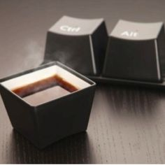 Coffe cup for geek - Ctrl Alt Delete look Cool Coffee Cups, Coffee Cup Set, Unique Coffee Mugs, Coffee Break, Coffee Time, Drink Coffee, Morning Coffee, Creative Coffee, Morning Mood