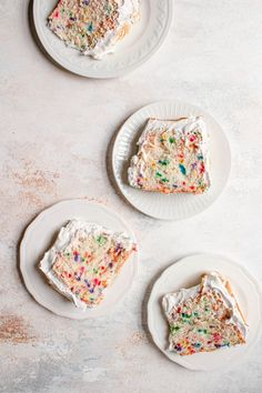 Tall, airy and tender Funfetti Angel Food Cake recipe sprinkled with rainbow sprinkles and frosted with fluffy marshmallow frosting. An easy homemade dessert| #angelfoodcake #angelfoodcakerecipe #easyangelfoodcakerecipe #homemadeangelfoodcake #easterrecipeideas #easterdessert #easterrecipe #marshmallowfrostingrecipe #cakerecipe #sprinklecake #funfetticakercipe| Angle Food Cake Recipes, Best Dessert Recipes, Fun Desserts, Delicious Desserts, Health Desserts, Dessert Ideas, Marshmallow Frosting Recipes, Yummy Treats, Sweet Treats