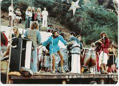 Тем, кто еще не смотрел «Last Hippie Standing», этот замечательный фильм, который рассказывает о той эпохе, о событиях тех дней, обязательно стоит его посмотреть. В этом фильме героине нашей книги отводится далеко не последняя роль.