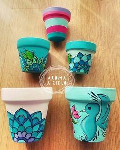 Macetas pintadas a mano by katharine Flower Pot Art, Flower Pot Crafts, Clay Pot Crafts, Diy And Crafts, Arts And Crafts, Art Crafts, Painted Plant Pots, Painted Flower Pots, Pots D'argile