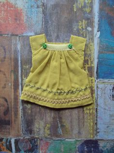 Cap sleeve blouse for Blythe - yellow embroidery by moshimoshistudio