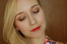 Lily Lolo Brassed Off, Red Apple Lipstick Sunkissed  Brassed off: http://www.lilylolo.si/sencila-za-oci-v-kamnu/brassed-off-sencilo-v-kamnu.html