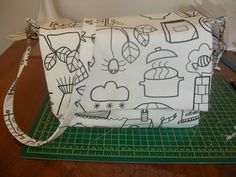 Miss Cut n Sew: Kids Fairytale Messenger Bag Tutorial for a pattern-free bag!