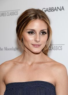 Olivia accented her luminous skin with a taupe smoky eye at the New York Magic in the Moonlight premiere.