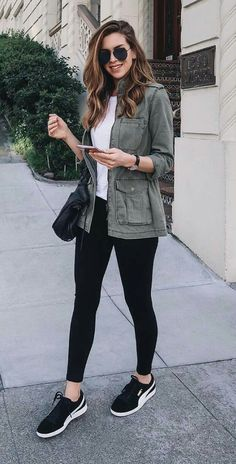Nichole Ciotti, jaqueta verde musgo, blusa branca, legging preta, tênis esportivo Source by ligiabonilla clothes How To Wear Vans, How To Wear Leggings, Leggings Shoes, Nike Leggings, Tight Leggings, Leggings Party, Dress Leggings, Tribal Leggings, Dress Pants