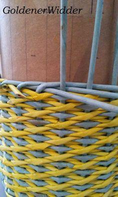 """Плетение из газетных трубочек: Узор """"крестики"""" одинарной трубочкой внутри. Нечётное количество. Круглая форма. Newspaper Crafts, Diy Home Crafts, Crafty, Quilts, Blog, Magazines, Craft, Newspaper, Hampers"""