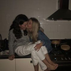 Cute Lesbian Couples, Cute Couples Goals, Couple Goals, Emo Couples, Gay Aesthetic, Couple Aesthetic, Best Friend Pictures, Friend Photos, Cute Relationship Goals