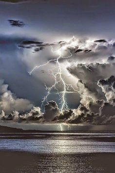 Over a vast ocean of conflict I storm is brewing. With the loss of the last young life, I feel that this storm will swept me with it. All Nature, Science And Nature, Amazing Nature, Beautiful Sky, Beautiful Landscapes, Beautiful Images, Pretty Pictures, Cool Photos, Landscape Photography