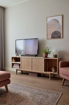 Muuto design eikenhouten tv meubel // photography and styling by Milou Nieuwenhuis Living Room Tv, Living Room Interior, Tv Area Decor, Media Room Design, Home Theater Design, Home Decor Inspiration, Contemporary Bathrooms, Contemporary Homes, Interior Design