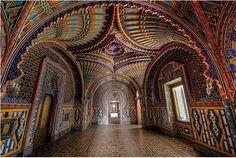 イタリアのトスカーナ地方 1605年に建てられたSammezzano城