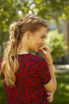 Braided Ponytail with flower crown hairaccessoirie @floortjeloves