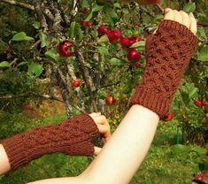 Ulla 03/09 - Ohjeet - Ruostekenno Knitting Patterns Free, Free Knitting, Knitting Ideas, Knitting Socks, Knit Socks, Leg Warmers, Fingerless Gloves, Mittens, Ravelry