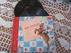 DESCRIPTION...Roy Rogers LORE OF THE WEST 78 Record set and book RCA Gabby Hayes and Trigger Little Nipper Story Book Album Roy Rogers with