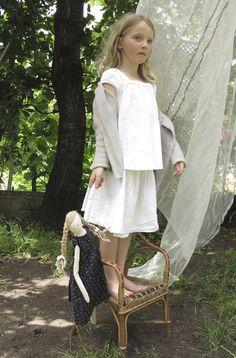 Victoire & Bertille, poupee en lin lestoilesblanches.com