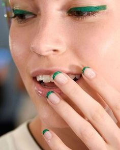 13 cool new nail polish and nail art trends to try for spring/summer bright green French tips as seen at Monique Lhuillier French Nails, Trends 2016, Nail Design Spring, French Manicure Designs, Nails Design, Manicure Colors, Manicure Tips, Nails 2016, Nagellack Trends