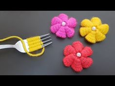 Hand Embroidery Amazing Trick, Easy Flower Embroidery Trick with Fork, Sewing Hack - Crochet Emoji Hand Embroidery Flowers, Hand Embroidery Designs, Diy Embroidery, Embroidery Patterns, Yarn Flowers, Crochet Flowers, Fork Crafts, Flower Patterns, Crochet Patterns