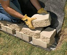 Build a strong, stylish retaining wall without mortar. We'll show you how. Retaining Wall Bricks, Backyard Retaining Walls, Building A Retaining Wall, Backyard Patio, Backyard Landscaping, Retaining Wall Drainage, Colorado Landscaping, Sloped Backyard, Sloped Garden