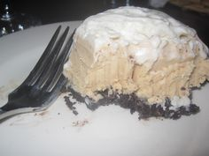 Peanut Butter Oreo Ice Cream Cake - umm.. yum? Courtesy of the great Lauren F - Nutrishes Dishes