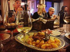 Jantar tipicamente português para a estrangeirada amar Portugal. Vamos lá mostrar que somos bons e fazemos do melhor  #portugal_de_sonho #portugal #douro #dourowine #éumacasaportuguesacomcerteza by rutesofia