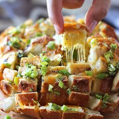 Bloomin' Onion Bread - one of the best cheesy breads in the world! Gooey strings of cheese meets crunchy, fresh green onions and poppy seeds.