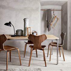 Grand Prix chair with wooden legs (original design)- Arne Jacobsen - Fritz Hansen Dining Room Inspiration, Interior Inspiration, Modern Furniture, Furniture Design, Interior Minimalista, Original Design, Scandinavian Interior, Contemporary Interior, Interiores Design
