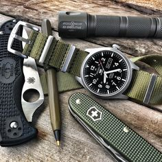 No pinching. I have on my green!🍀🍀Have a great Saturday Got my Seiko on the awesome British Khaki NATO! Edc Bag, Edc Gadgets, Edc Tactical, Everyday Carry Gear, British Khaki, Nato Strap, Seiko Watches, Survival Gear, Watches For Men