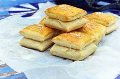 Puha kelt krumplis párnák, vajjal, két réteg közt kacsazsírral... Hot Dog Buns, Hot Dogs, Hamburger, Cupcake, Sandwiches, Sweets, Snacks, Cookies, Baking