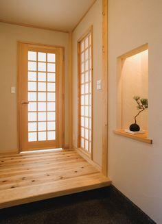 珪藻土塗りの壁と杉板のフローリング。小さいながらも趣のあるモダン和風の玄関です。|デザイン|ナチュラル|