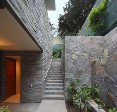 Casa Lineal,© Juan Solano Ojasí