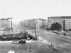 1961 Kottbusser Bruecke ueber den Landwehrkanal.Im Hintergrund Trasse der Hochbahn East Germany, Berlin Germany, West Berlin, World War, Places To Travel, Paris Skyline, 1960s, The Past, Street View