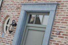 voordeur en rond raampje plaatsen waar volledige raam nu zit