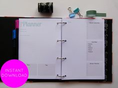 This blog planner has been designed to help you get your blog organized and planned #blogger #planneraddict #plannercommunity