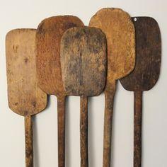 old wood pizza peel Primitive Kitchen, Primitive Antiques, Old Kitchen, Kitchen Items, Vintage Kitchen, Vintage Antiques, Wooden Kitchen, Wooden Bowls, Wooden Spoons