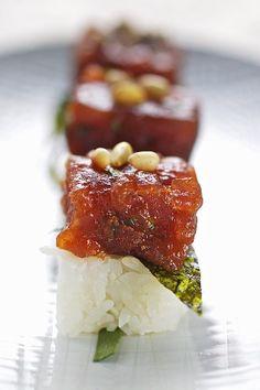 Make with Rice Cube©- Spicy marinated tuna with nori on sushi rice Good Food, Yummy Food, Fun Food, My Favorite Food, Favorite Recipes, Poke Recipe, Ahi Poke, Asian Recipes, Asian Foods