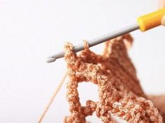 Faire un sac filet au crochet - Blog My Chic Mercerie Filet Crochet, Crochet Stitches, Knit Crochet, Diy Net Bags, Bag Patterns To Sew, Crochet Patterns, Knitting Paterns, Crochet Market Bag, Rainbow Crochet